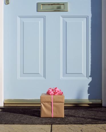 Surprise「Gift by front door」:スマホ壁紙(14)