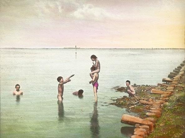 Swimming「Boys bathing in the lagoons」:写真・画像(6)[壁紙.com]