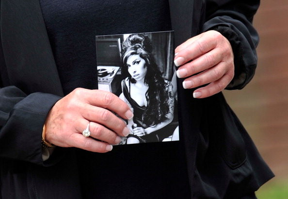 Place of Burial「Family And Friends Attend The Funeral Of Singer Amy Winehouse」:写真・画像(9)[壁紙.com]