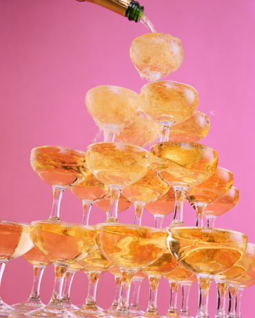 Pouring「Champagne tower, close-up」:スマホ壁紙(9)