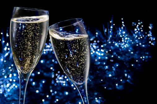 お正月「シャンパンの乾杯」:スマホ壁紙(9)
