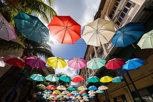 カラフル「Mauritius, Port Louis, Caudan Waterfront, Umbrella Square」:スマホ壁紙(0)