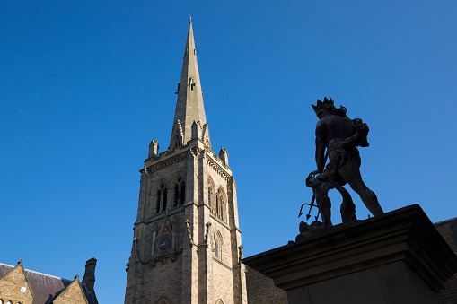 Neptune - Roman God「The spire of St Nicholas's Church and statue of Neptune, Market Place, Durham, County Durham, England, UK」:スマホ壁紙(8)