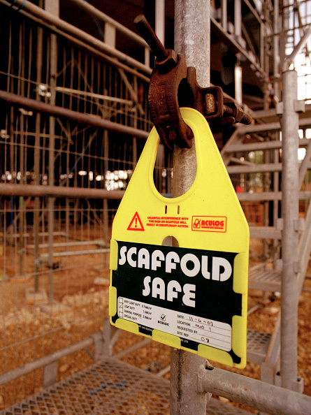 Finance and Economy「Safety sign attached on a scaffold」:写真・画像(3)[壁紙.com]