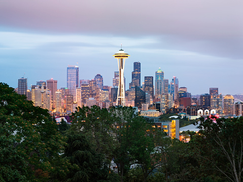 Seattle「Space Needle and Seattle skyline at dusk」:スマホ壁紙(4)