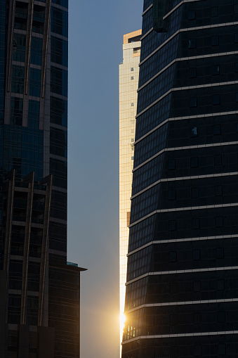Iranian Culture「Sun Reflecting of Skyscraper along the Dubai Canal」:スマホ壁紙(5)