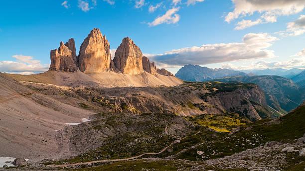 Tre Cime di Lavaredo, the most famous Dolomite peaks:スマホ壁紙(壁紙.com)