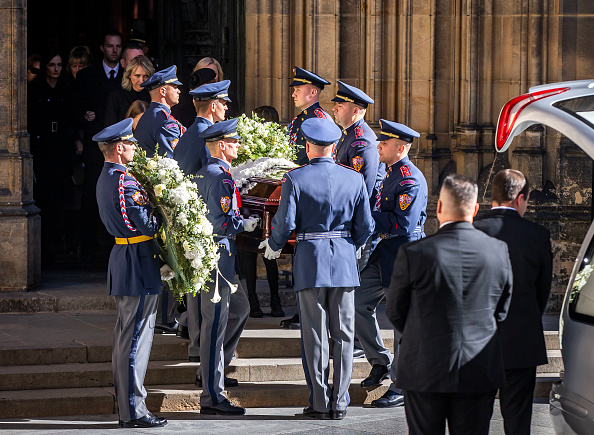 St Vitus's Cathedral「Prague Mourns Karel Gott」:写真・画像(0)[壁紙.com]
