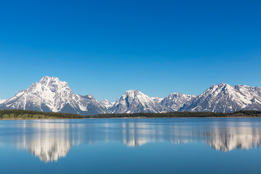 雪山「USA, Wyoming, Grand Teton National Park, Jackson Lake with Teton Range, Mount Moran」:スマホ壁紙(3)