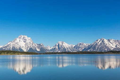 雪景色「USA, Wyoming, Grand Teton National Park, Jackson Lake with Teton Range, Mount Moran」:スマホ壁紙(3)