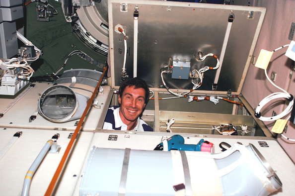 Bay of Water「Krikalev and astronaut Nancy J. Currie replaced a faulty unit」:写真・画像(18)[壁紙.com]