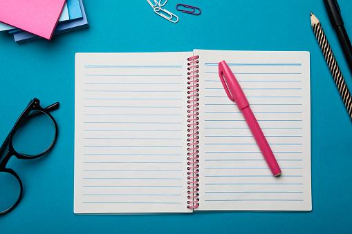 Felt Tip Pen「Open notepad on desk」:スマホ壁紙(18)