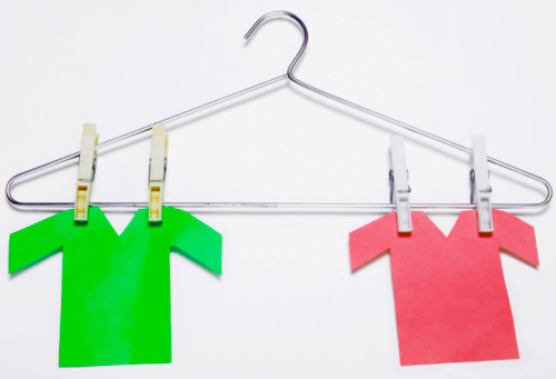 Clothespin「Paper t-shirts hanging on a hanger」:スマホ壁紙(17)