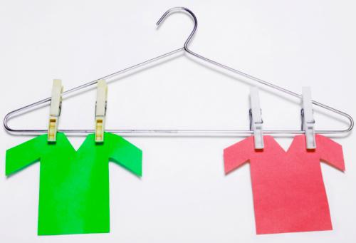 Metallic「Paper t-shirts hanging on a hanger」:スマホ壁紙(9)