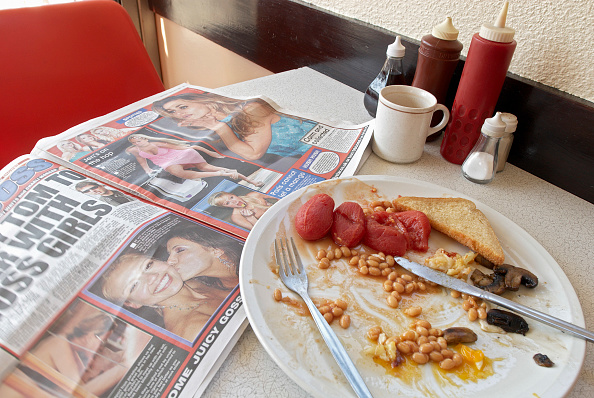 Condiment「Builder's cafe with full breakfast on table.」:写真・画像(3)[壁紙.com]