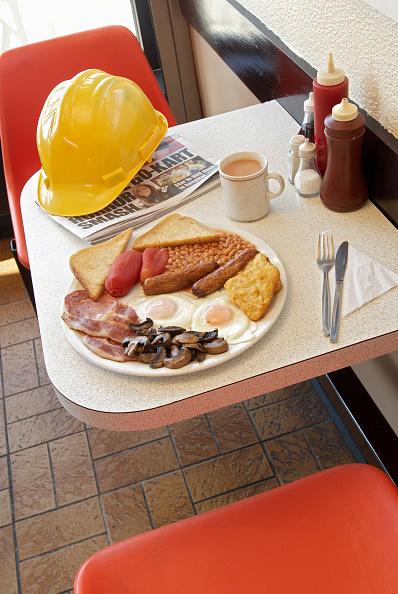 Vinegar「Builder's cafe with full breakfast on table.」:写真・画像(2)[壁紙.com]