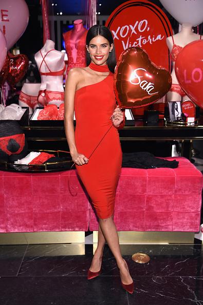 Asymmetric Clothing「Victoria's Secret Angels Josephine Skriver, Sara Sampaio and Taylor Hill Share Their Hottest Valentine's Day Gift Picks」:写真・画像(18)[壁紙.com]