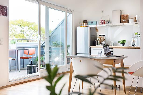 Kitchen and balcony in a flat:スマホ壁紙(壁紙.com)