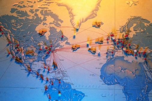 世界地図「Airplane Flight Routes」:スマホ壁紙(12)