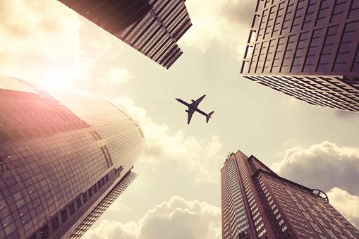 飛行機「飛ぶ飛行機の超高層ビル」:スマホ壁紙(17)