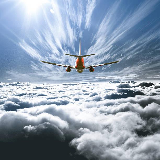 Airplane flying above the clouds:スマホ壁紙(壁紙.com)