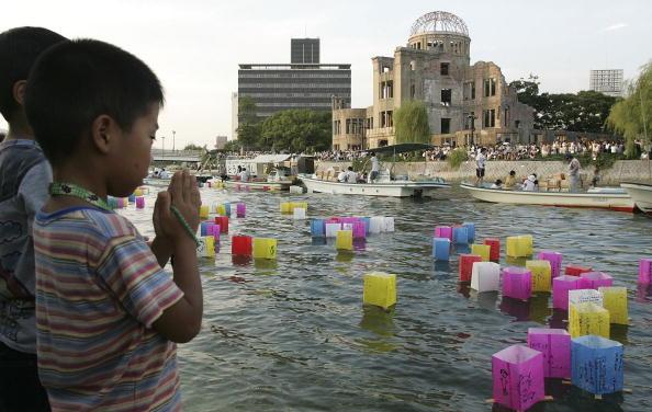 Surrendering「Hiroshima 61st Anniversary」:写真・画像(7)[壁紙.com]