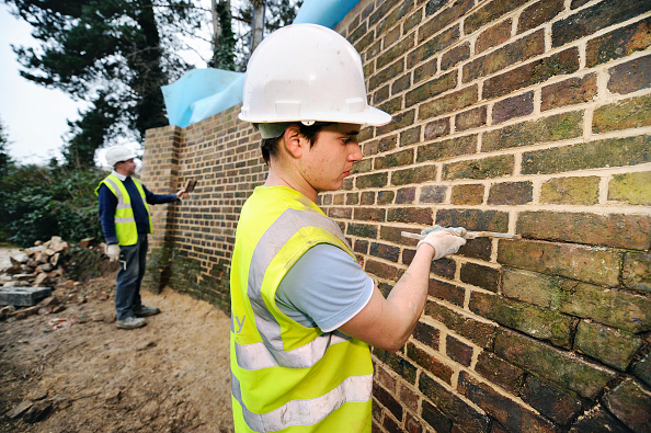 Brick Wall「Repairing brickwork at Oil Mills Bridge near Stonehouse as part of the restoration works on the Stroudwater Navigation Canal, Gloucestershire, UK, 2008」:写真・画像(17)[壁紙.com]
