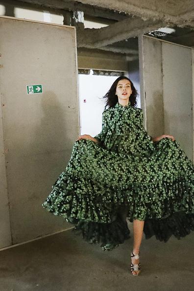 春夏コレクション「Giambatista Valli : Backstage - Paris Fashion Week Womenswear Spring/Summer 2018」:写真・画像(1)[壁紙.com]