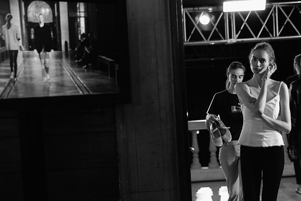 夏コレクション「Paul & Joe : Backstage - Paris Fashion Week Womenswear Spring/Summer 2018」:写真・画像(18)[壁紙.com]