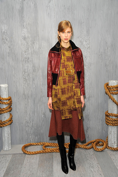 Yellow Dress「HANLEY MELLON Fall/Winter 2015 Collection Presentation」:写真・画像(4)[壁紙.com]
