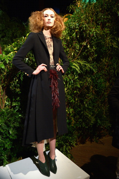 Black Coat「alice + olivia by Stacey Bendet Fall 2014 NYFW Presentation」:写真・画像(7)[壁紙.com]