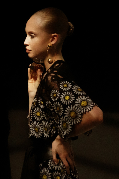 Elie Saab - Designer Label「Elie Saab : Backstage - Paris Fashion Week - Womenswear Spring Summer 2020」:写真・画像(10)[壁紙.com]