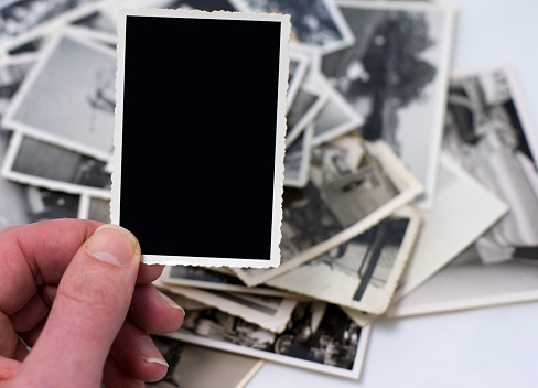 Instant Print Transfer「Hand with blank vintage photo among other photos in the back」:スマホ壁紙(14)