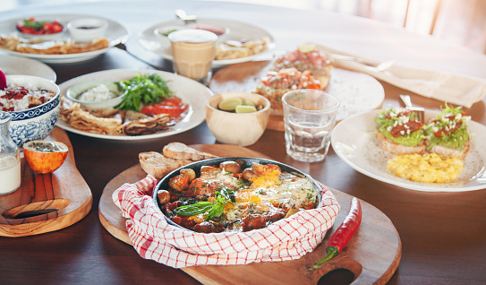 Arugula「Brunch table with various dishes - fried eggs, crepes and tapas」:スマホ壁紙(4)
