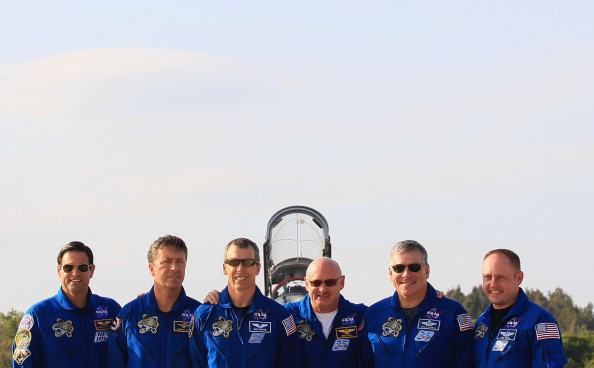 European Space Agency「STS-134 Astronauts Arrive At Cape Canaveral For Pre-Launch Tests」:写真・画像(12)[壁紙.com]