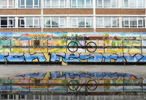 美術「Bike, Puddle and graffiti」:スマホ壁紙(6)