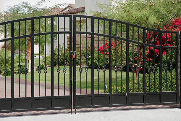 Wrought Iron Security Gates:スマホ壁紙(壁紙.com)