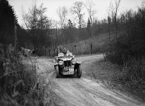 Country Road「1935 MG Magnette competing in the Great West Motor Club Thatcher Trophy, 1938」:写真・画像(0)[壁紙.com]