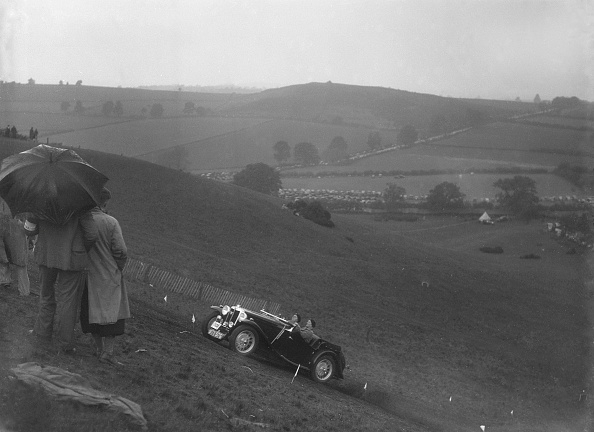 Country Road「MG Magnette competing in the MG Car Club Rushmere Hillclimb, Shropshire, 1935」:写真・画像(5)[壁紙.com]