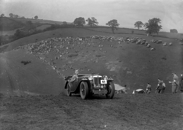 Country Road「MG Magnette competing in the MG Car Club Rushmere Hillclimb, Shropshire, 1935」:写真・画像(9)[壁紙.com]