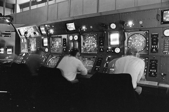 Victor Blackman「Airport Radar Room」:写真・画像(4)[壁紙.com]