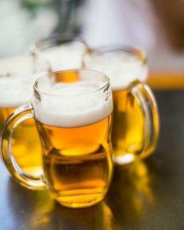 Czech Republic「Four mugs of pilsner beer on a table, as shot in Prague.」:スマホ壁紙(7)