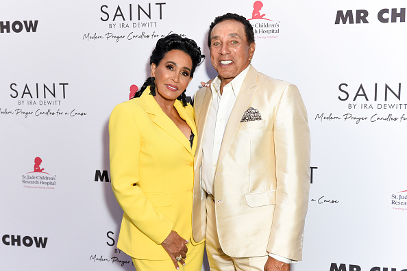 Smokey Robinson「Ira and Bill DeWitt Host Saint Candle Launch benefiting St. Jude Children's Research Hospital at MR CHOW」:写真・画像(12)[壁紙.com]