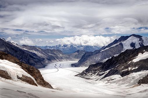 スノーボード「雪に覆われたドロミテのパノラマ風景」:スマホ壁紙(18)