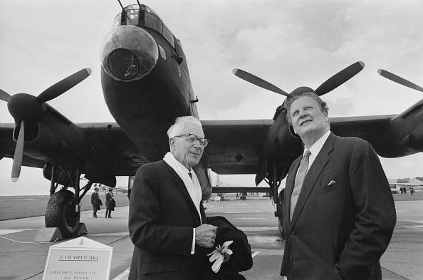 Victor Blackman「Wallis and Learoyd」:写真・画像(16)[壁紙.com]