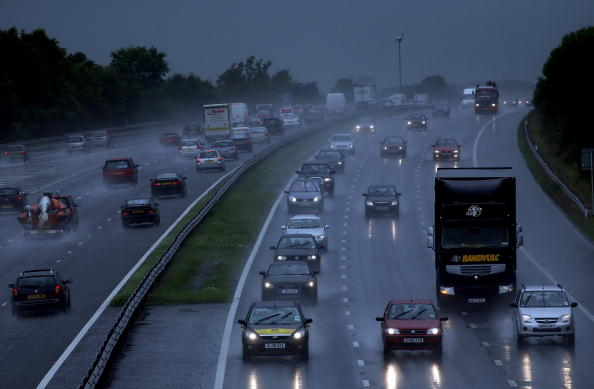 Traffic「Flash Floods Brings Disruption Across Country」:写真・画像(1)[壁紙.com]