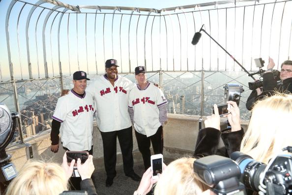Rob Kim「2014 Baseball Hall of Fame Electees Visit The Empire State Building」:写真・画像(4)[壁紙.com]