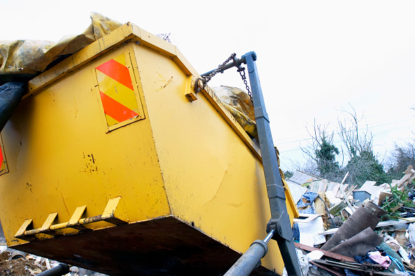 Empty「Skip being unloaded from truck at dump, Ipswich, Suffolk, UK」:写真・画像(6)[壁紙.com]