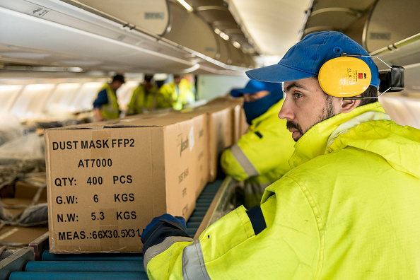 Protection「Lufthansa Brings Protective Masks Shipment From Shanghai」:写真・画像(2)[壁紙.com]