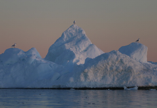 Iceberg - Ice Formation「Greenland:  A Laboratory For The Symptoms Of Global Warming」:写真・画像(2)[壁紙.com]